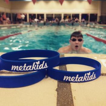 Spexs steunt ONE80 zwemmarathon voor stichting Metakids